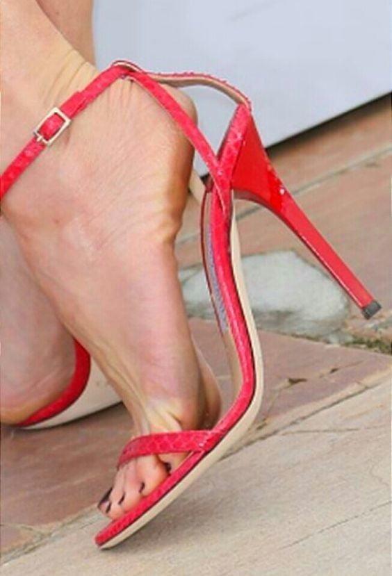 Sexy women feet porn-9041