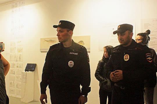 Руслан Сентемов справа