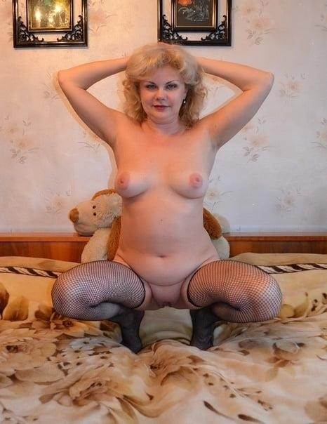Nude mature at home-9198