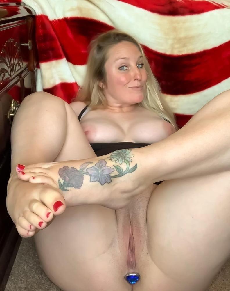 Curvy blonde milf pics-9155