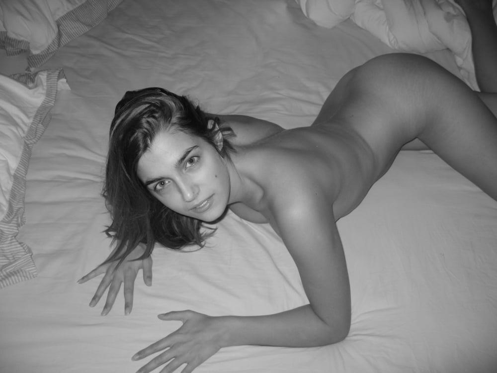 Latina nude selfie-8043