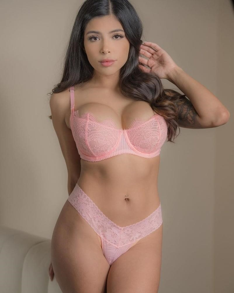 American big boobs nude-3733
