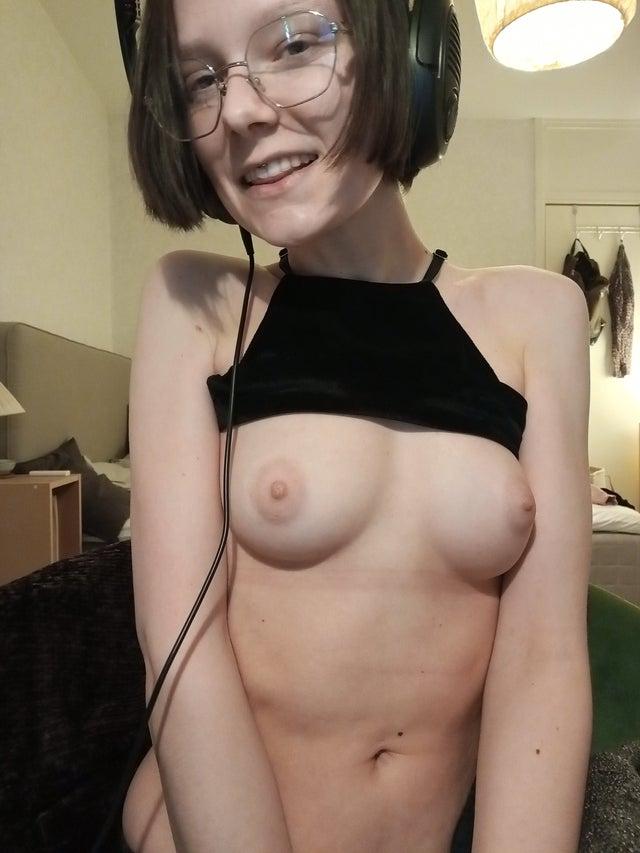 Garota Nerd nua