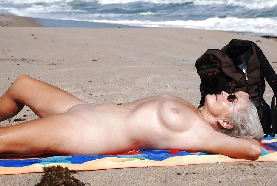 Natural tits on the beach-7721