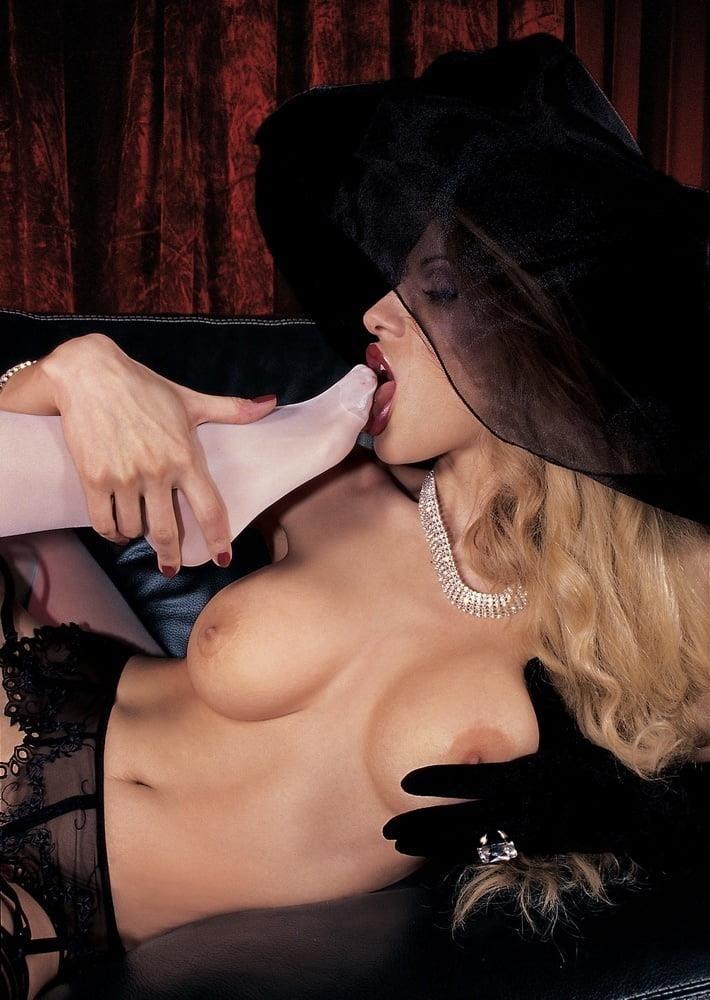 Raylene lesbian feet-3911