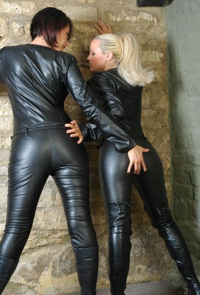 Women in leather porn-2386