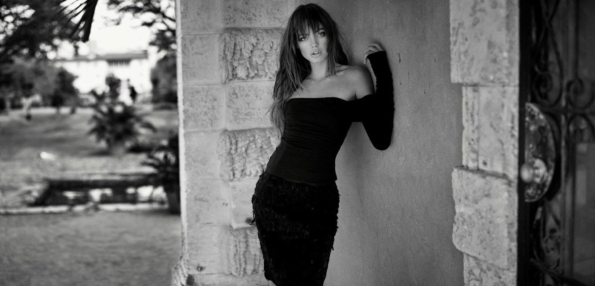 Кристина Перич прогуливатся по Вилле Визкайя / фото 01
