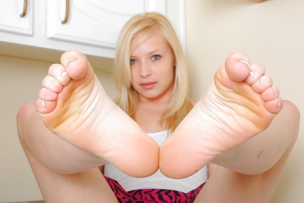 Young porn feet-8955