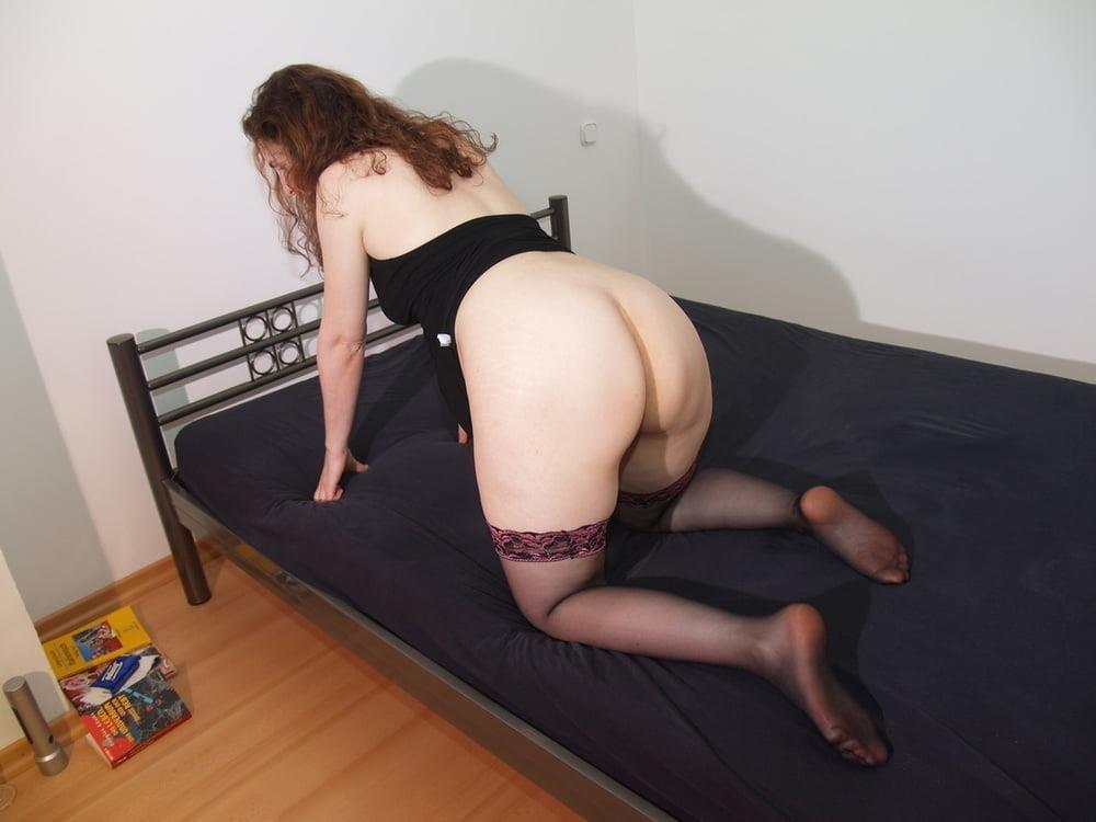 Cunnilingus under skirt-8419