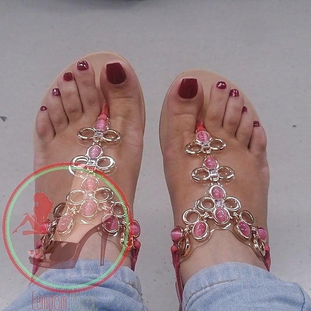 Nylon feet arab-5716