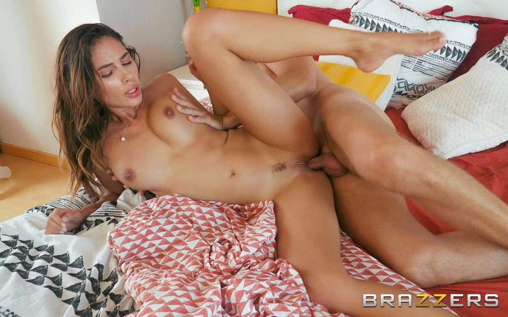 Baby Nicols – Baby Nicols Gets Fucked In Bed – Day With A Pornstar – Brazzers