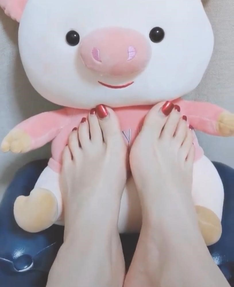 Forced licking feet-4769