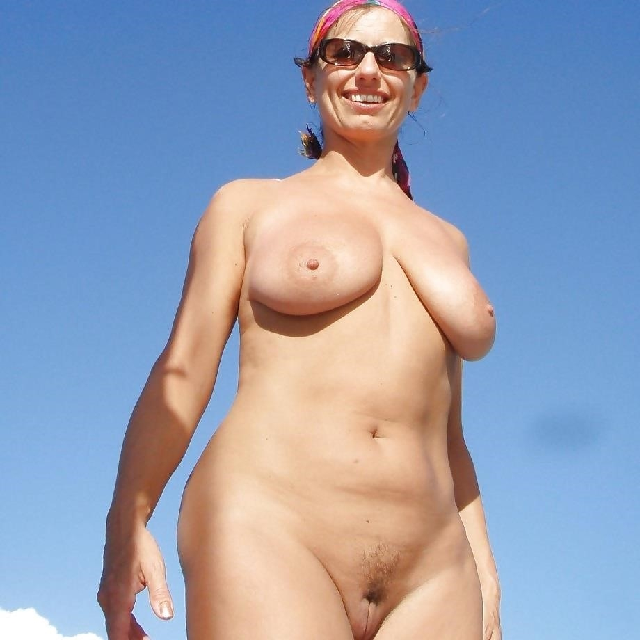 Natural tits on the beach-3789