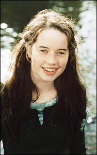 Anna Popplewell  - Page 2 NG3rCeld_o