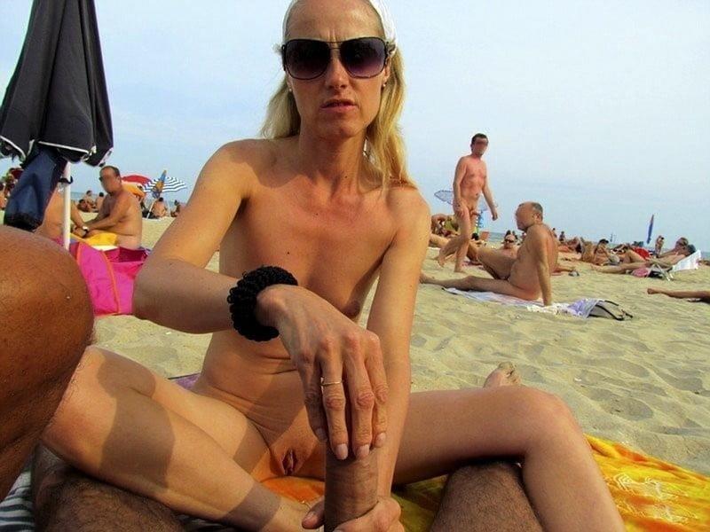 Public beach swingers-9100
