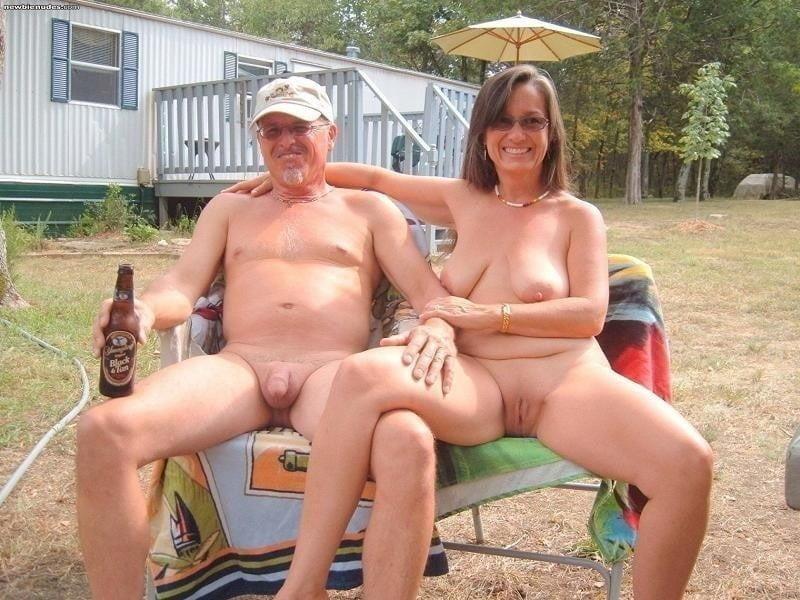 Mature couples copulating-7526