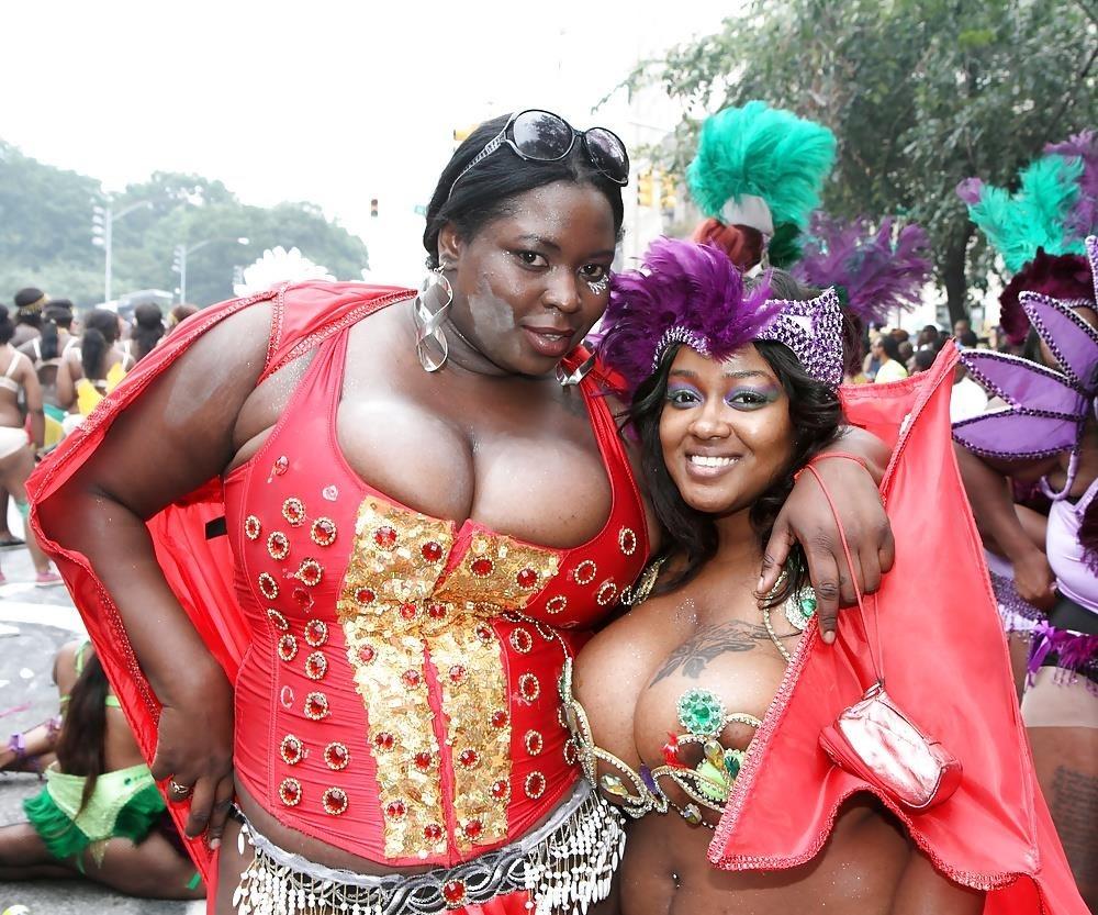 Big tit girls in public-3147