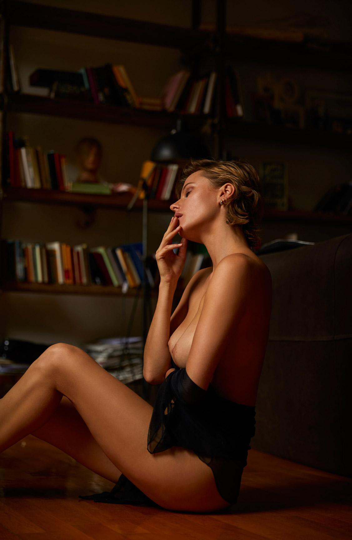 обнаженная Ольга де Мар ждет наступления темноты / фото 16