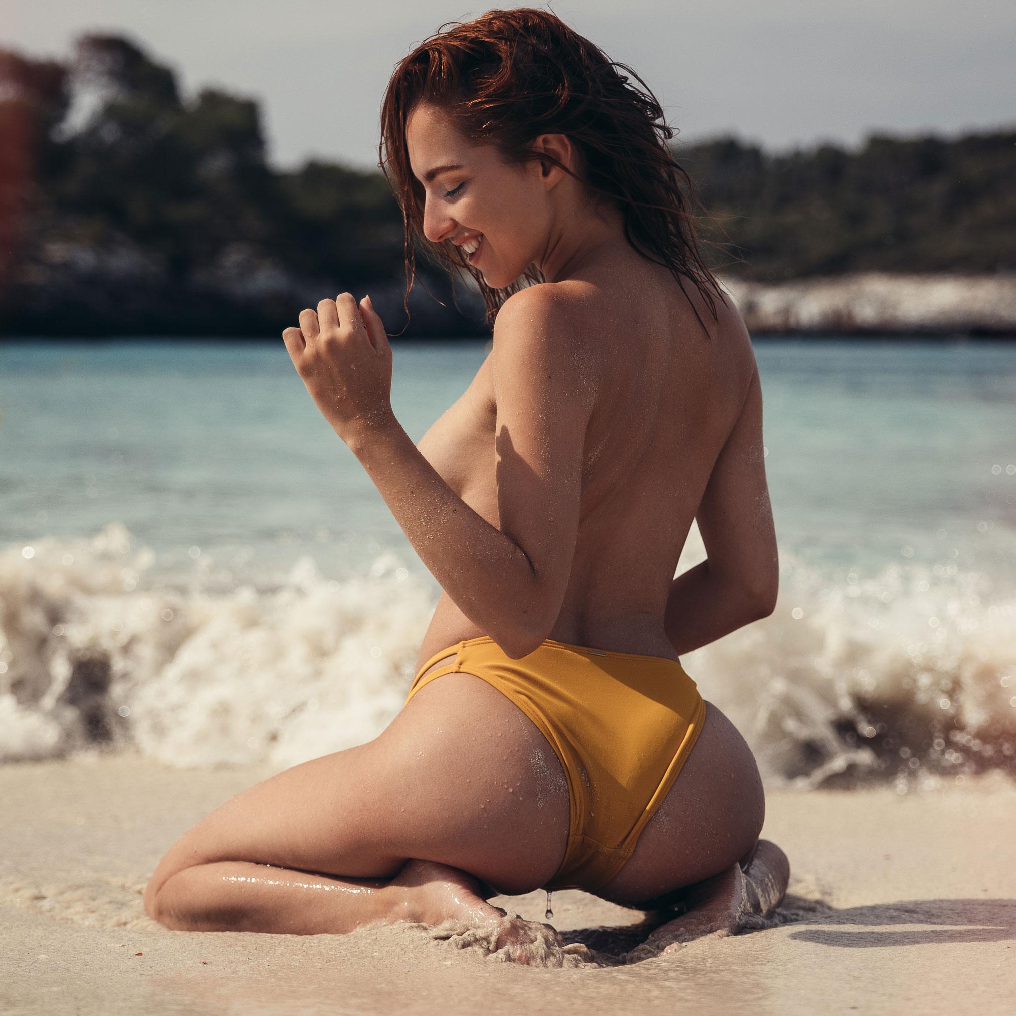 голая София на пляже / фото 01