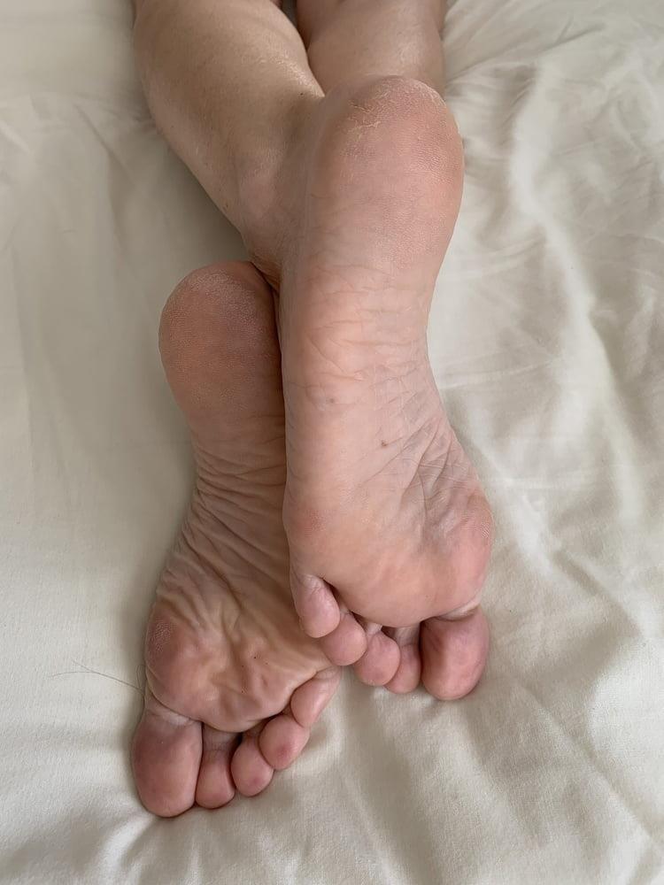 Female feet bondage-6235