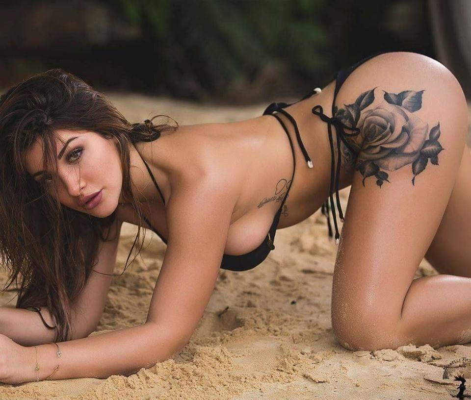 Sexy girl kissing sexy girl-5619