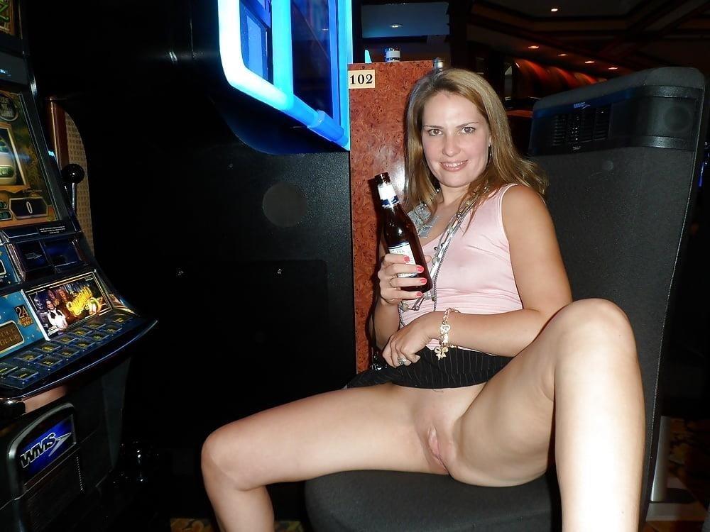 Public up skirt no panties-1204