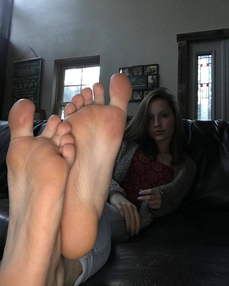 Femdom feet fetish-7565