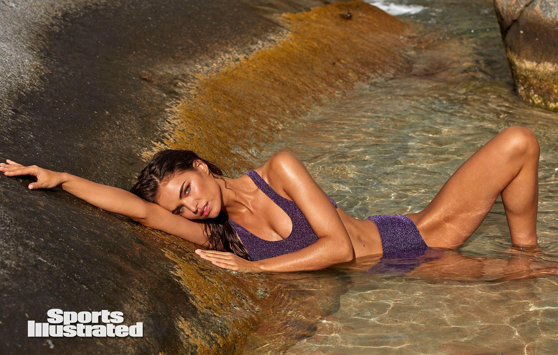 Робин Хольцкен в каталоге купальников Sports Illustrated Swimsuit 2020 / фото 07