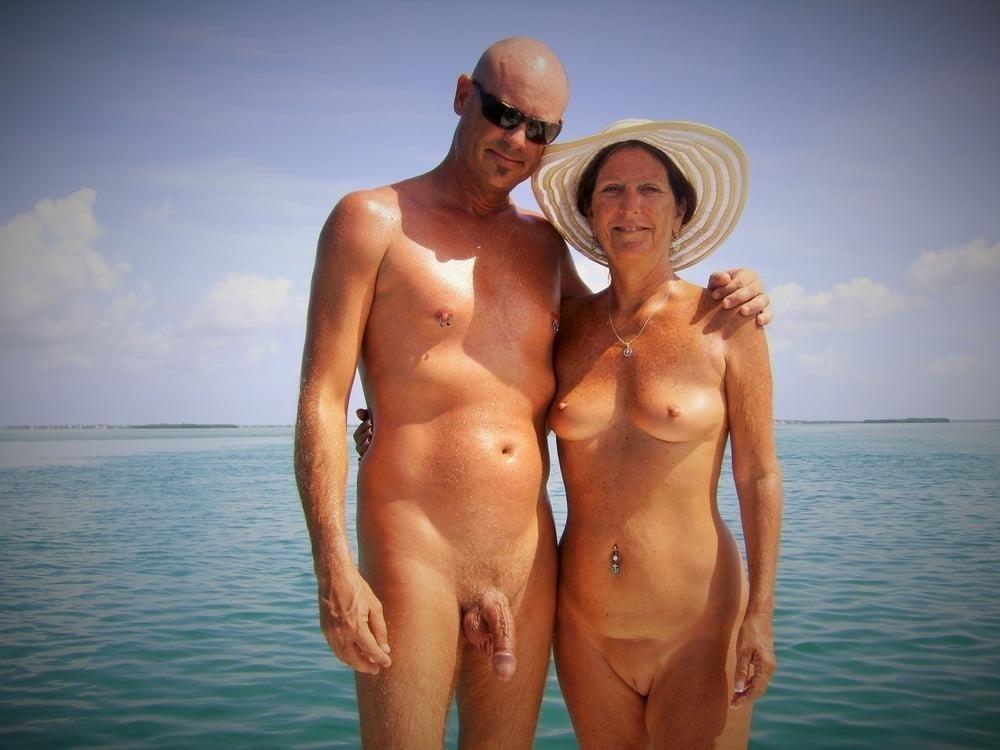 Mature couples copulating-3261