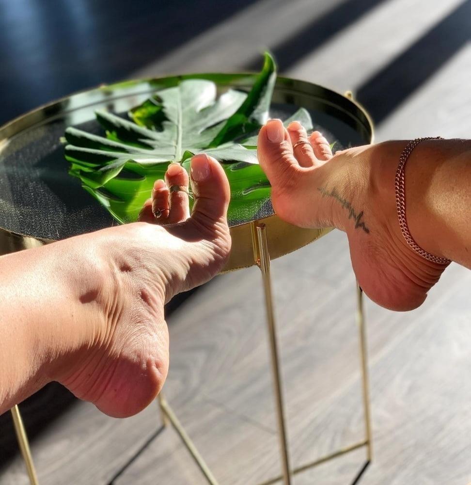 Hot feet domination-5326