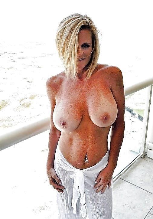 Busty public nudity-1978