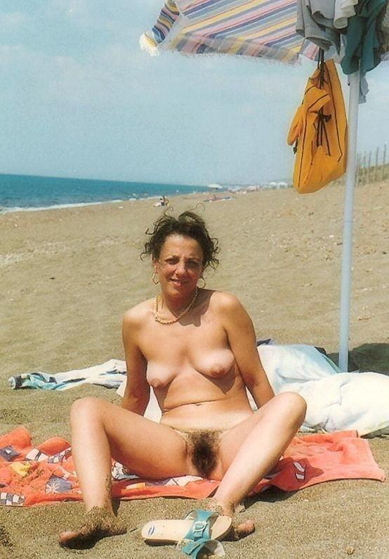 Public beach swinger-6917