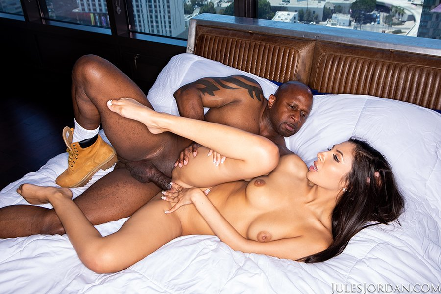 Gianna Dior, Prince Yahshua – Nympho Gianna Dior Gives Road Head Before She Fucks A BBC – Jules Jordan