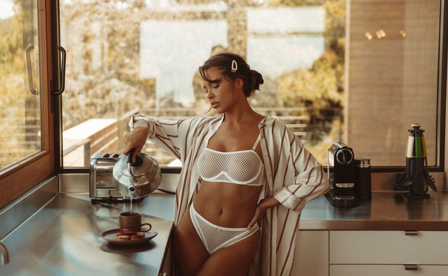 Мара Тиген в нижнем белье и купальниках модного бренда Gooseberry Intimates / фото 01