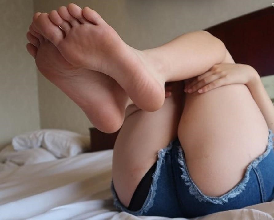 Forced licking feet-6306