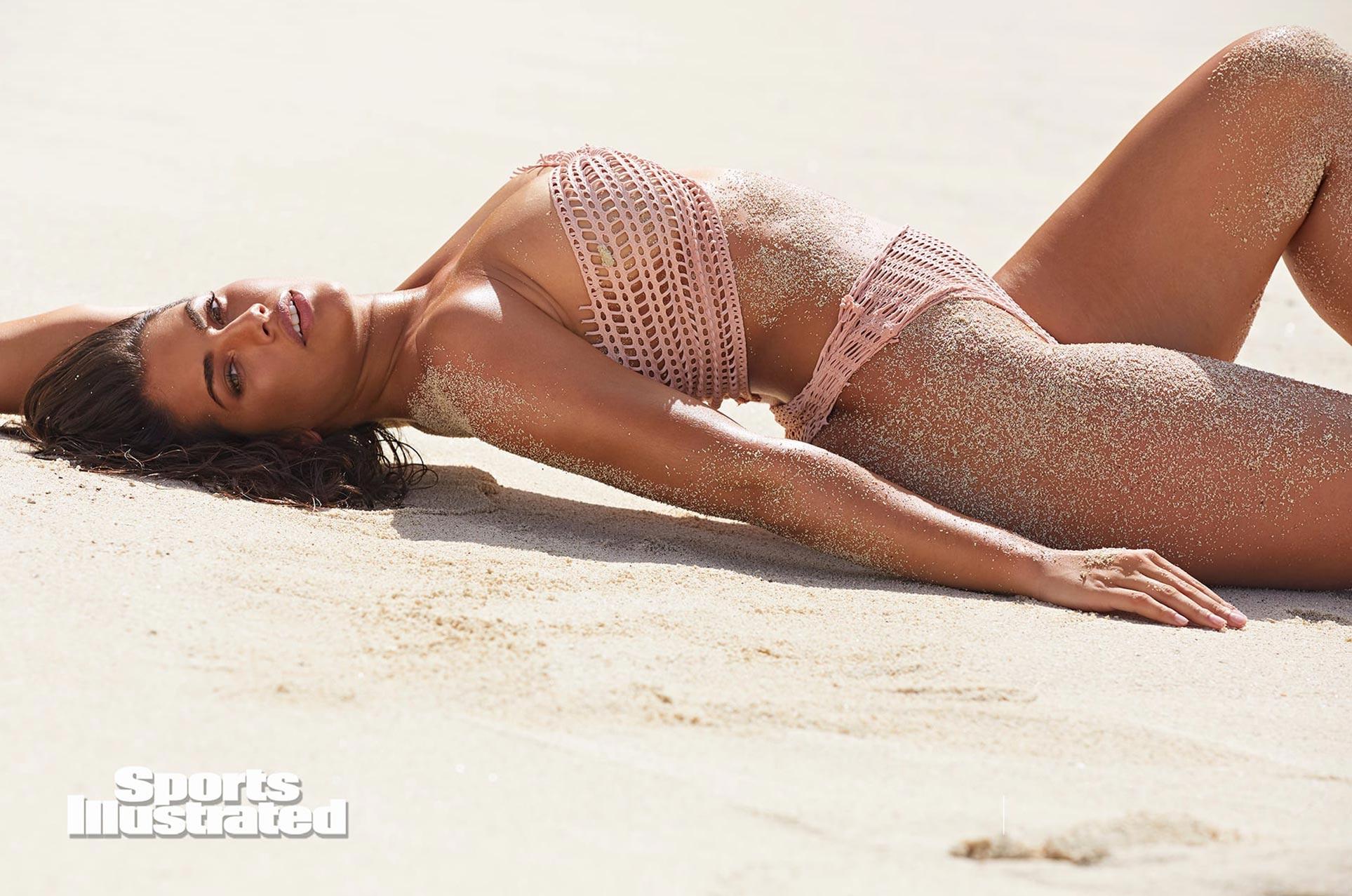 Лорена Дюран в каталоге купальников Sports Illustrated Swimsuit 2020 / фото 09