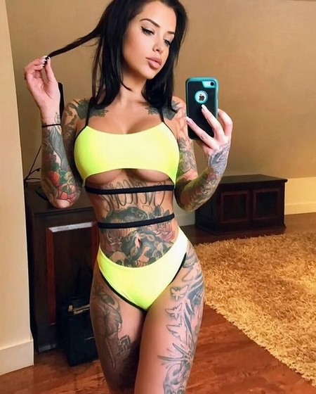 Laurence Bédard Sexy Hot Pic