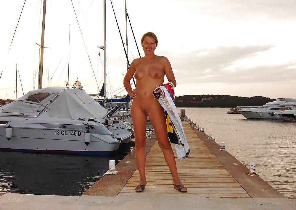 Natural tits on the beach-4949