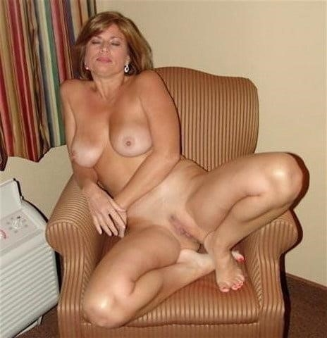 Free pics naked mature women-9734