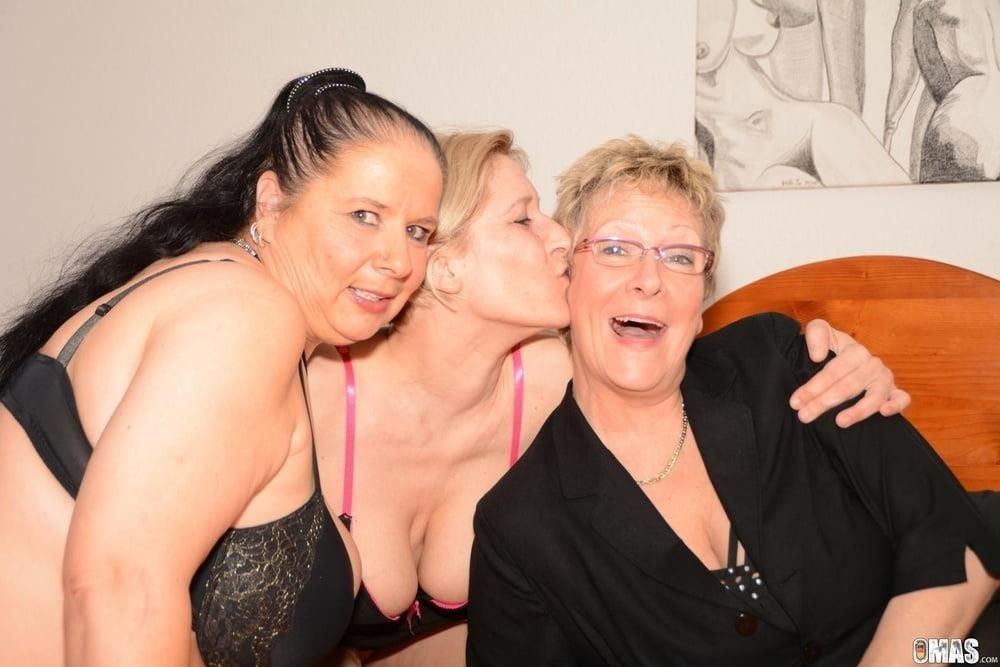 Photoshoot turns lesbian-2754