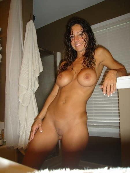 Free brunette milf pics-9070