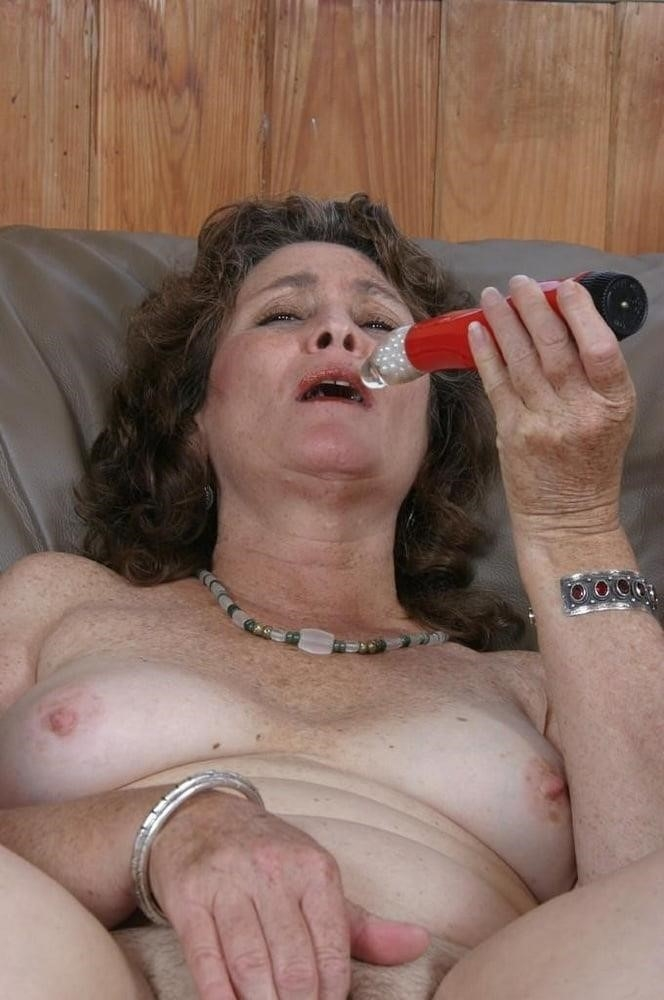 Licking her clit-6973