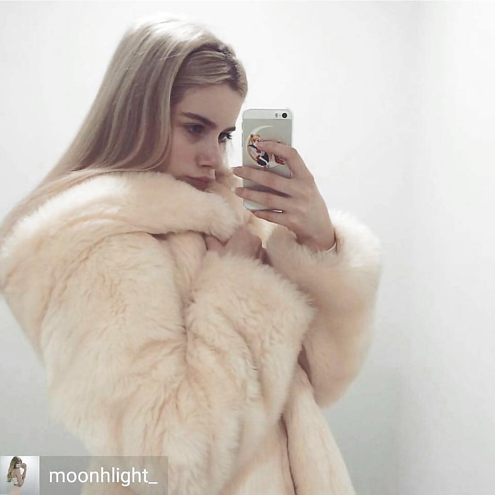 Jean jacket with brown fur-1487