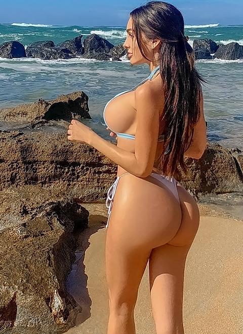 Sexy Beach G-string Bikini Girl - Extreme string bikini models