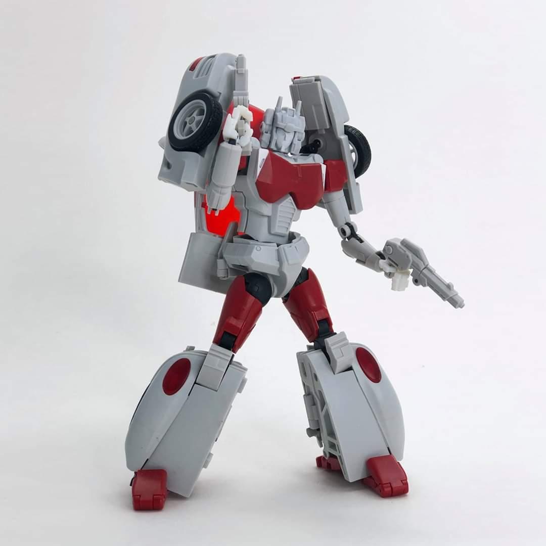 [FansHobby] Produit Tiers - MB-12 Athena (aka Minerva|Nightbeat/Veilleur) et MB-13 Ace Hitter (aka Goshooter|Siren/Sirène) [TF Masterforce] GD9vvOYr_o