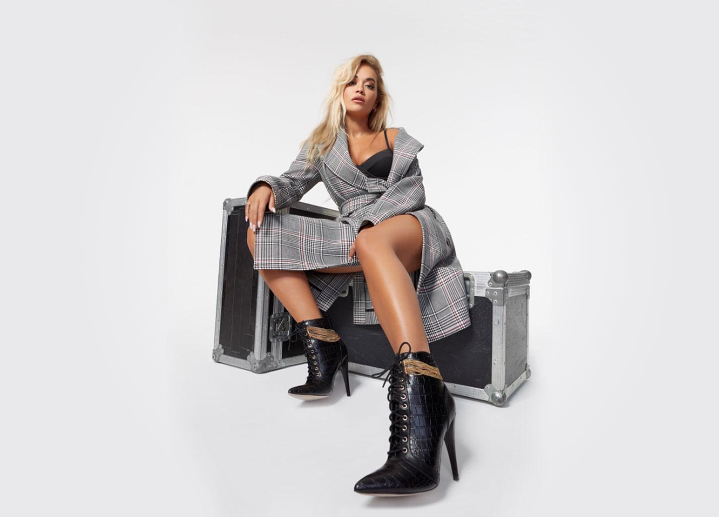 Рита Ора в обуви модного бренда ShoeDazzle, сезон 2020 / фото 01
