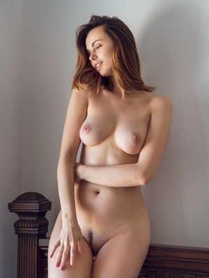 Nude girls with pretty feet-6283