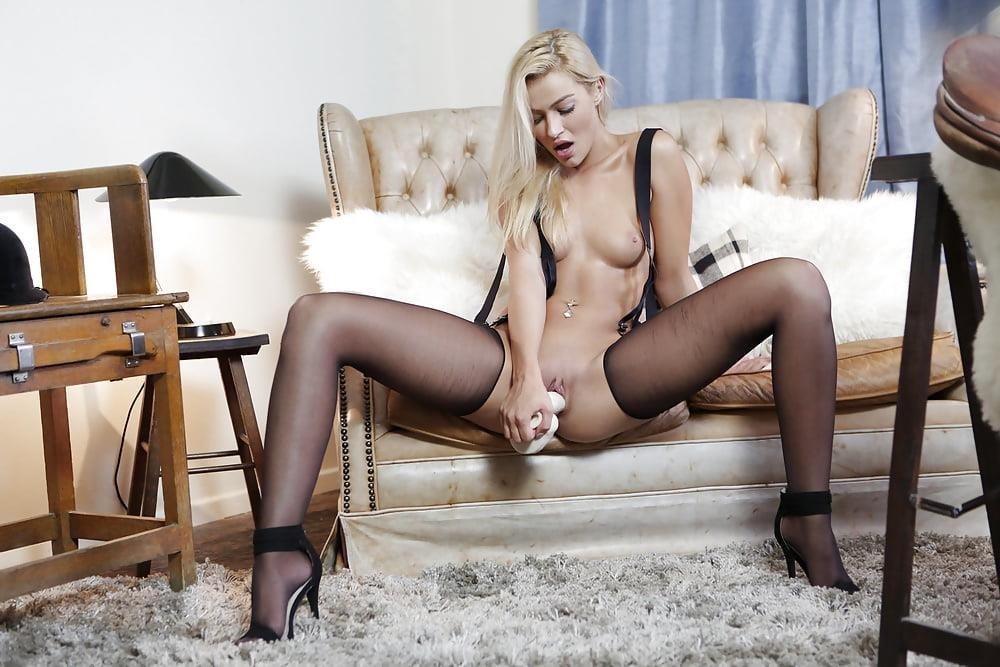 Sexy kiss hot girl-2841
