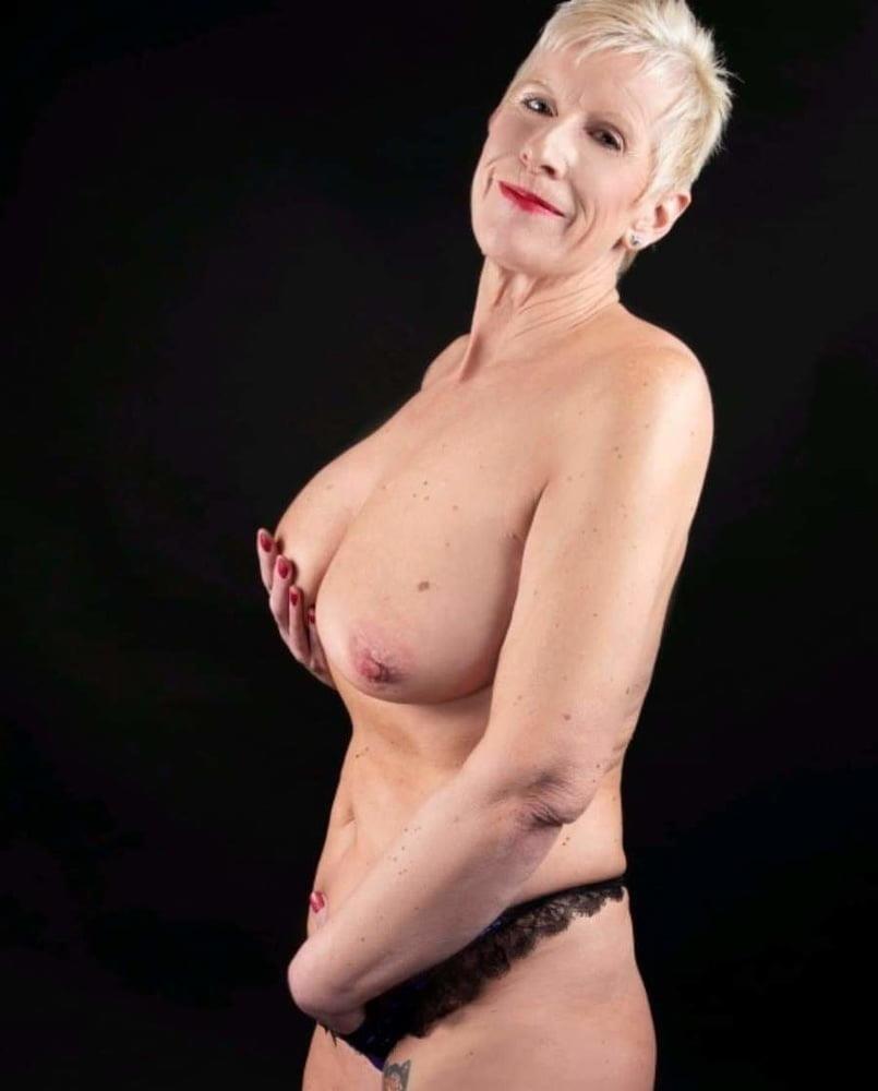 Older women cunnilingus-6444