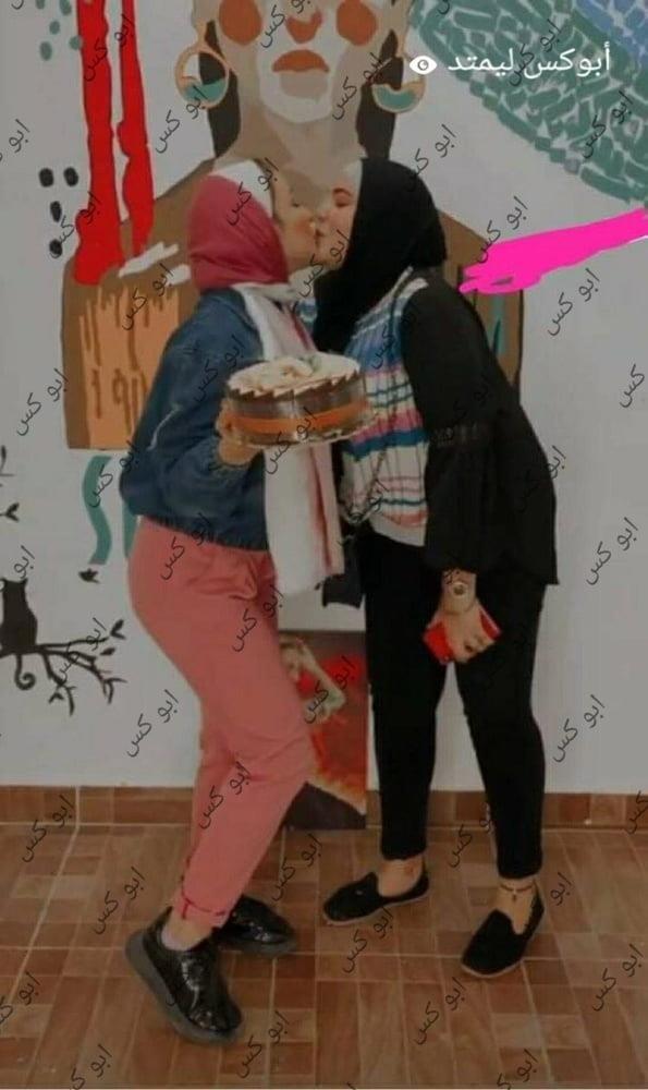 Lesbian navel kiss-1207